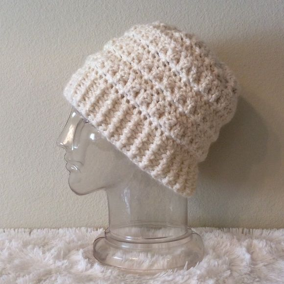 Off white bulky ribbed (slouchy) hat