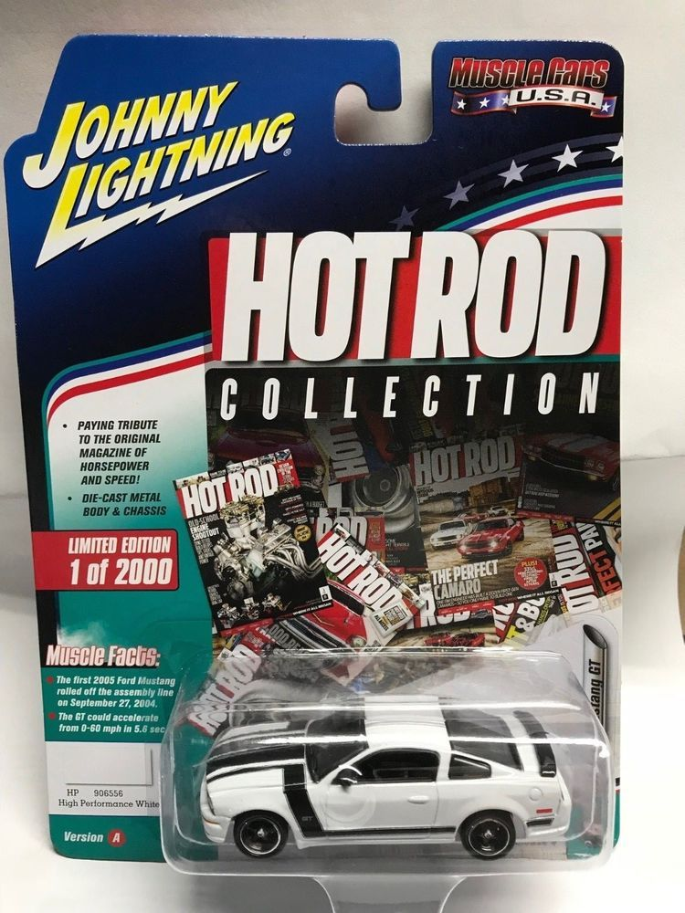 1 64 Johnny Lightning Muscle Cars Usa 2017 2005 Ford Mustang Gt White Johnnylightning Ford Cars Usa Lightning Cars Diecast Cars