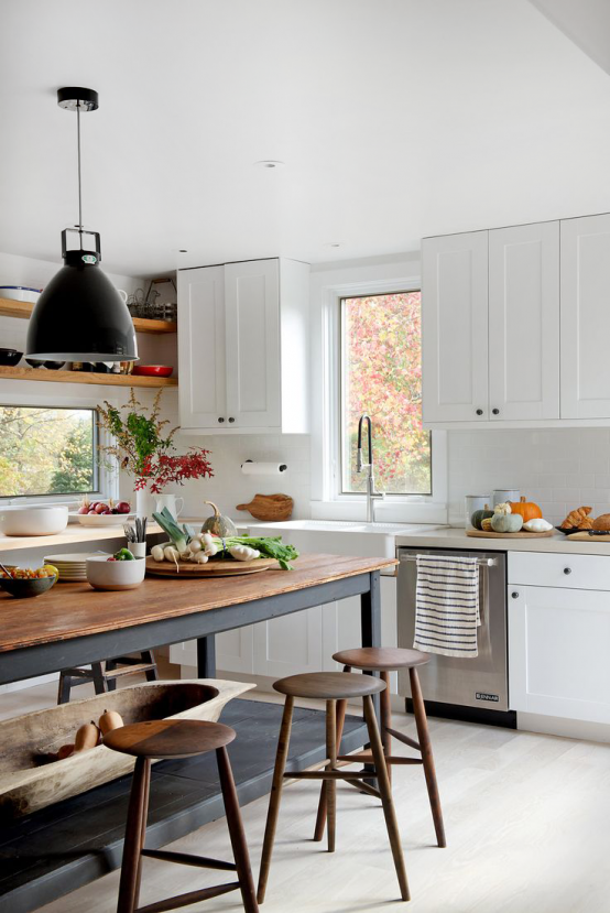 Farmhouse With Mid Century Modern Furniture And Industrial Touches Kitchen Inspirations Home Kitchens Kitchen