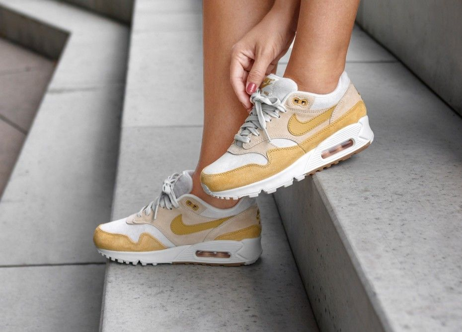 Insidesneakers Nike Air Max 90 1 Guava Ice Wheat Gold Aq1273 800 Nike Air Max Nike Air Max 90 Outfit Nike Shoes Outfits