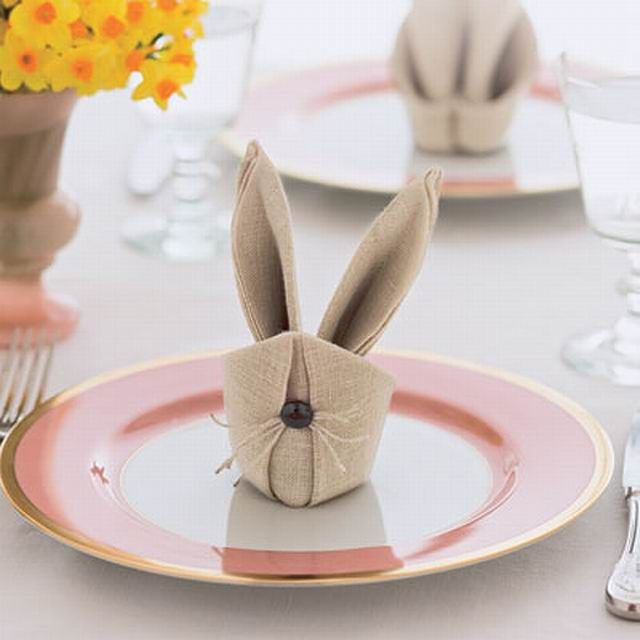 tischdeko ostern servietten selber falten hasenohren teller serviertten pinterest. Black Bedroom Furniture Sets. Home Design Ideas