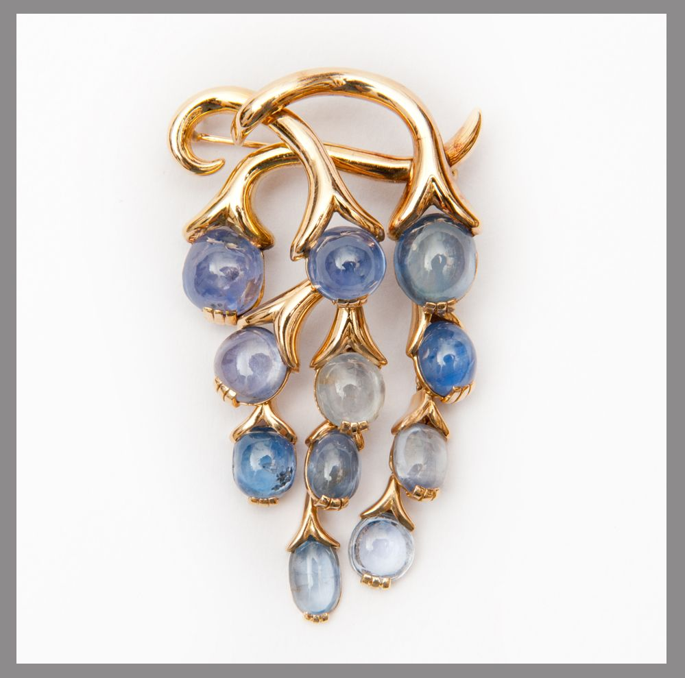 "Rene Boivin - pin model ""Wisteria"" - About 1965 Rose Gold / Sapphires round and oval cabochons"