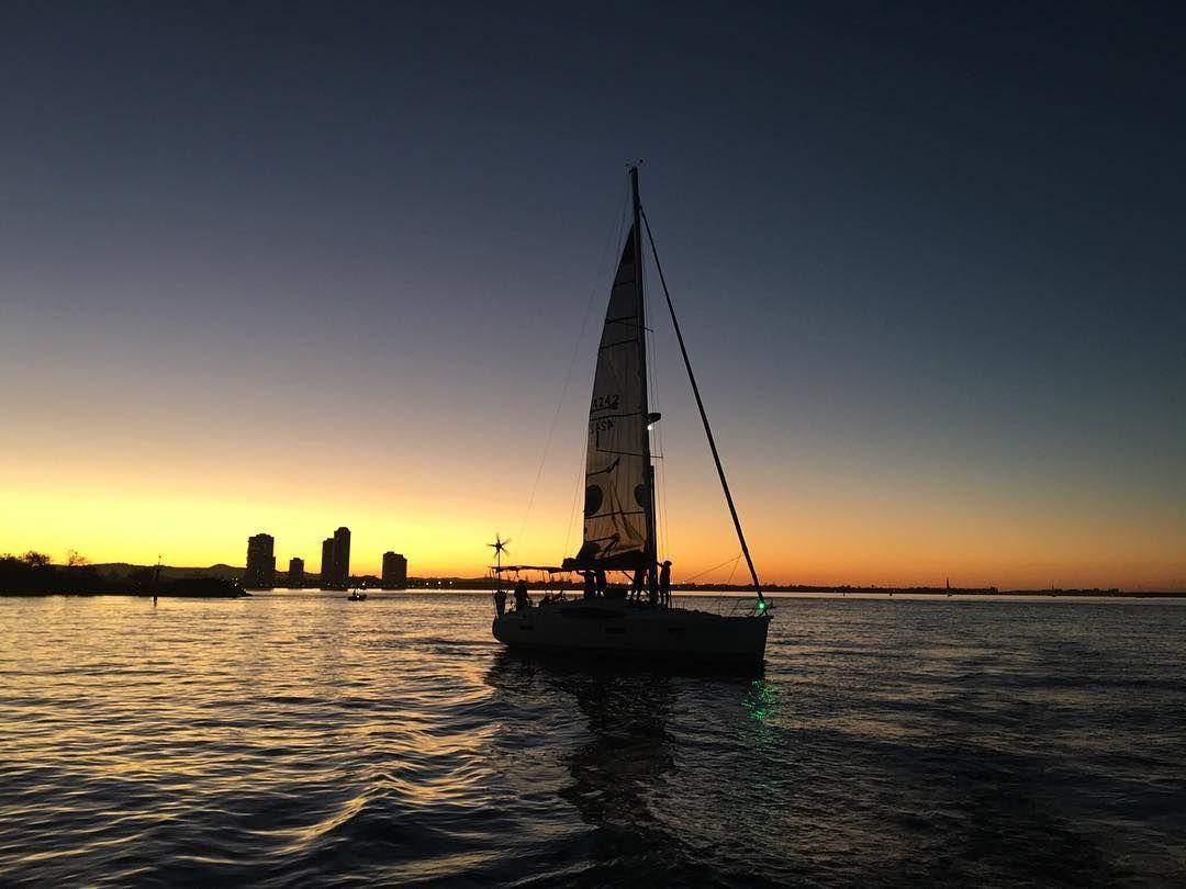 Twilight racing is back on someone just needs to tell the wind  #sailing #sails #sailboat #sailor #twilight #regatta #yacht #sunset #rum #drifting #goldcoast #queensland #australia #ocean #sea #Jeanneau #nofilter #instasail #slowracebacktothebar #syc1946 by svbellamy