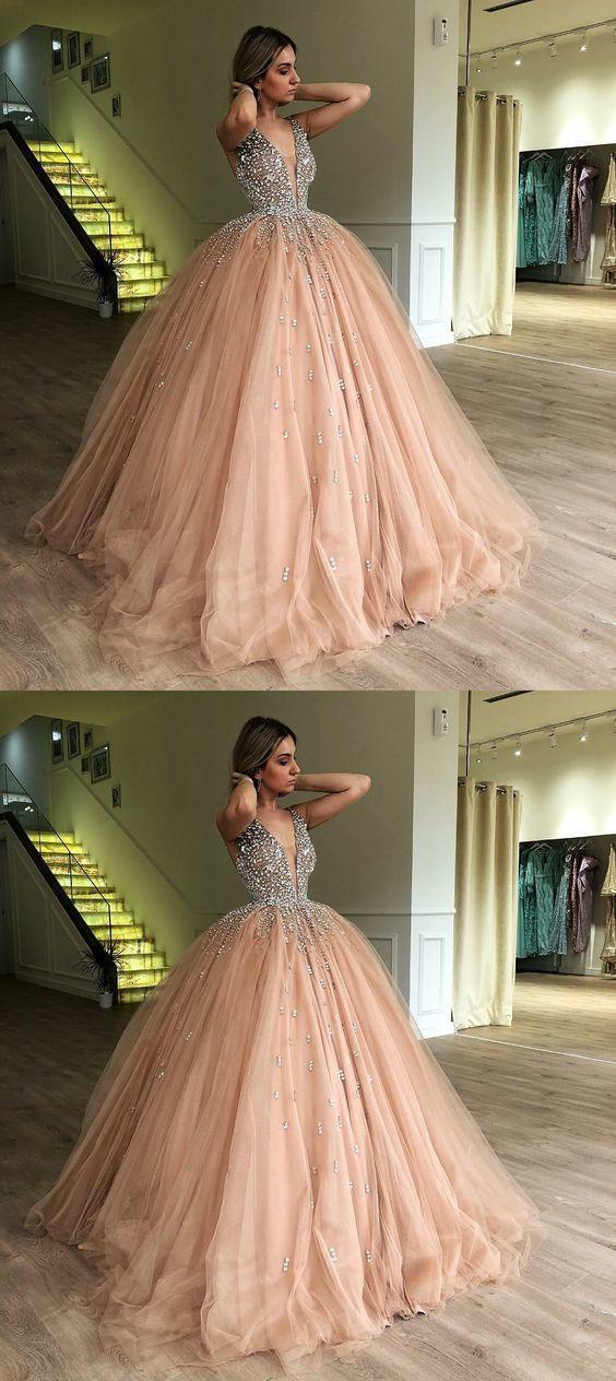 Ballkleid mit tiefem V-Ausschnitt und tiefem Champagner-Quinceanera-Kleid mit Perlenstickerei #promthings