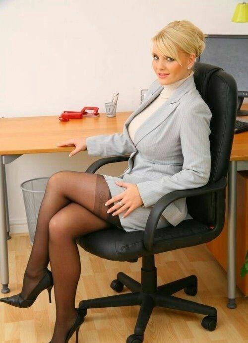 2 secretaires amatrices milfs au bureau exhib et partouze avec boss bbc - 3 2