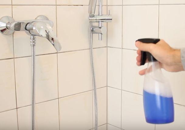 dusche sauber bekommen mit zwei zutaten mix 2 life hacks haushalt haushalts tipps und badezimmer