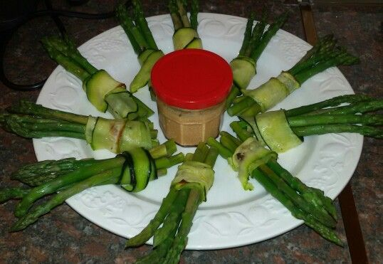 Steamed asparagus and chilli and cashew dip