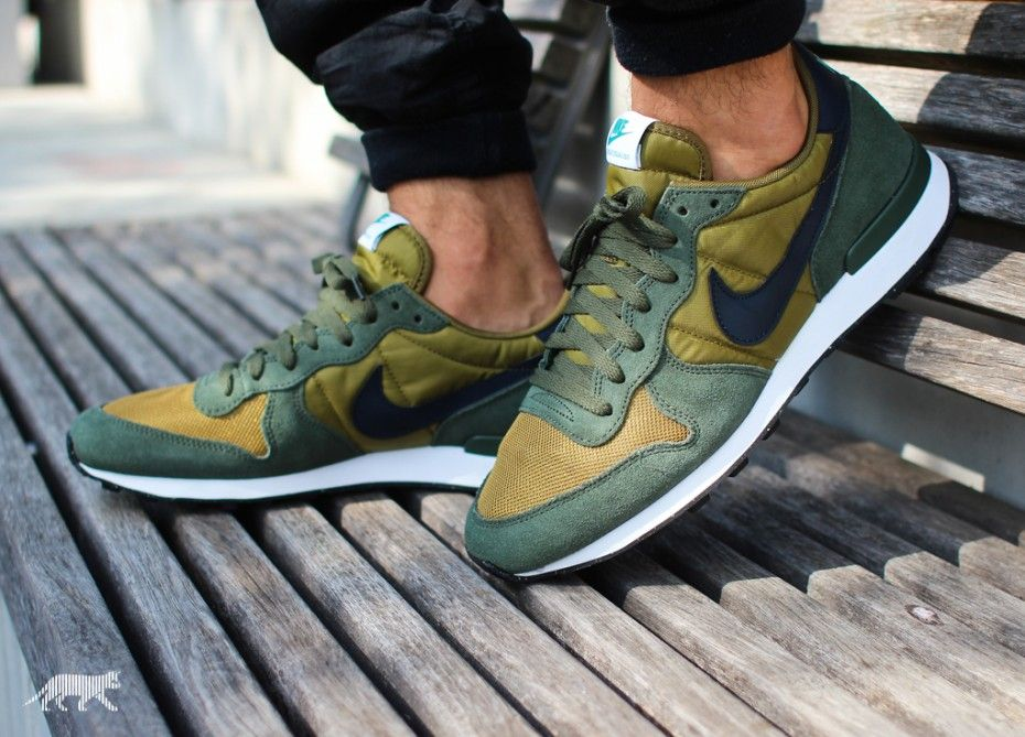 38ed0cc648fe Nike Internationalist (Military Green   Dark Obsidian - Carbon Green ...