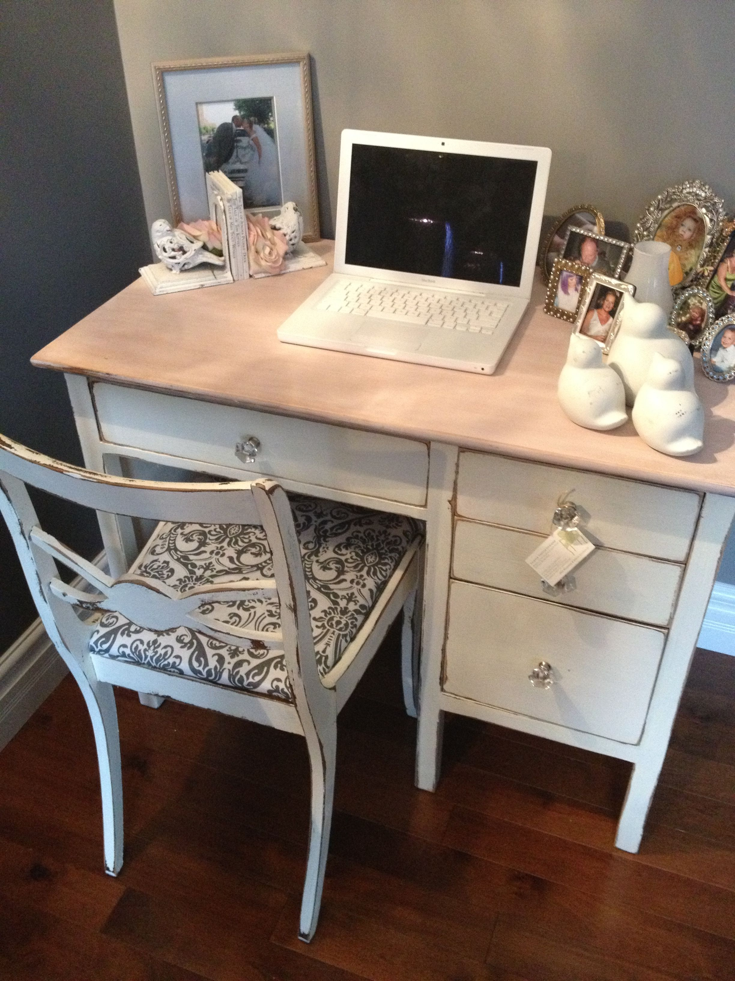 flat avopix roses free women coffee office premium bouquet magazines s of composition home top stock media shutterstock social photo royalty desk view lay table workspace fashion