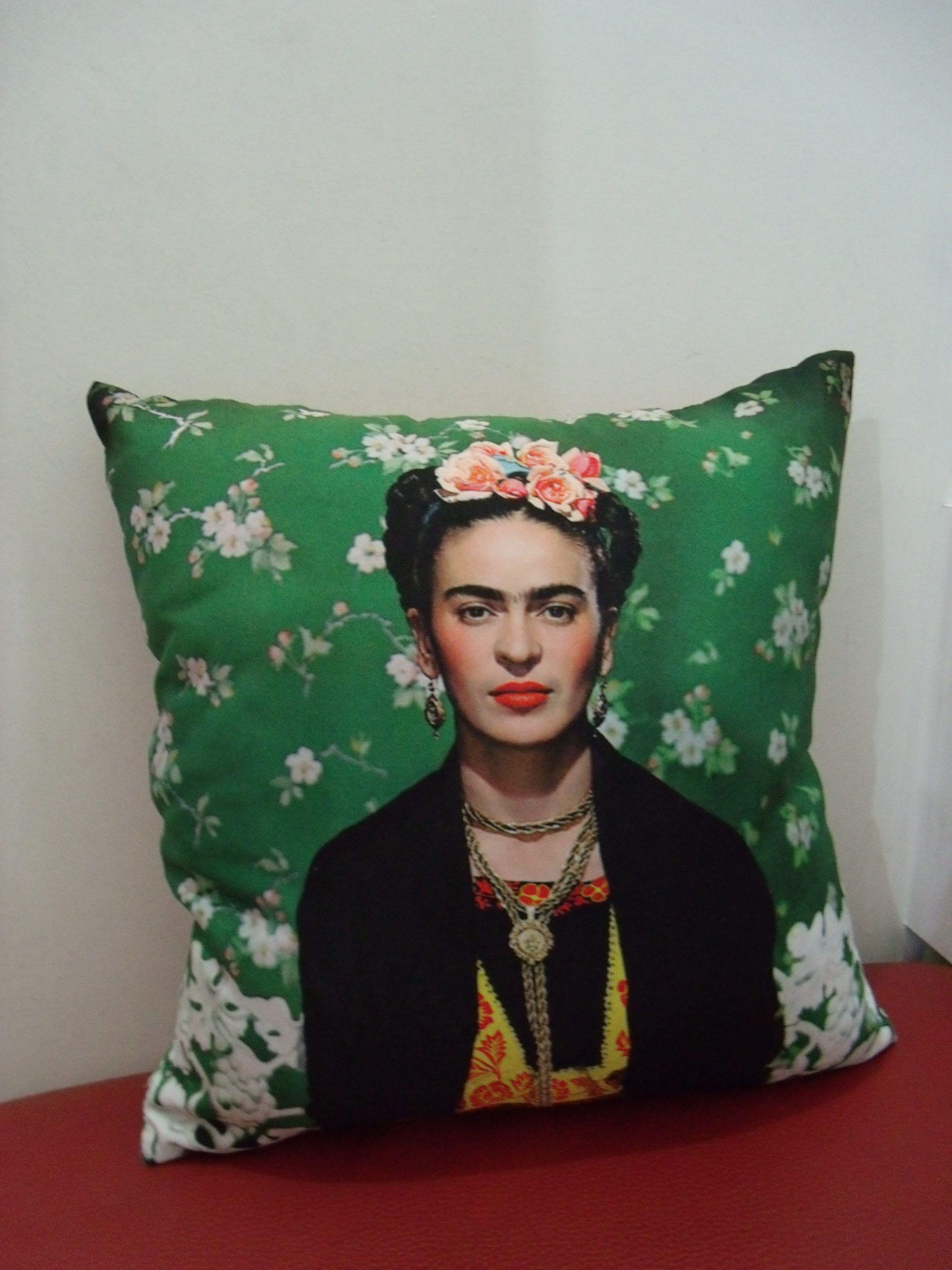 Almofada Frida - R$ 49,00  www.airu.com.br/loja/dixiearte