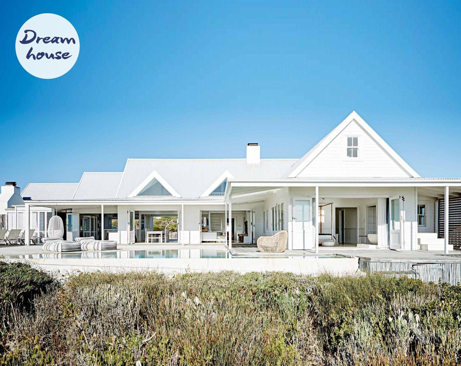 19 Dazzling Coastal Decor Small Space Ideas Contemporary Beach House Beach House Design White Beach Houses