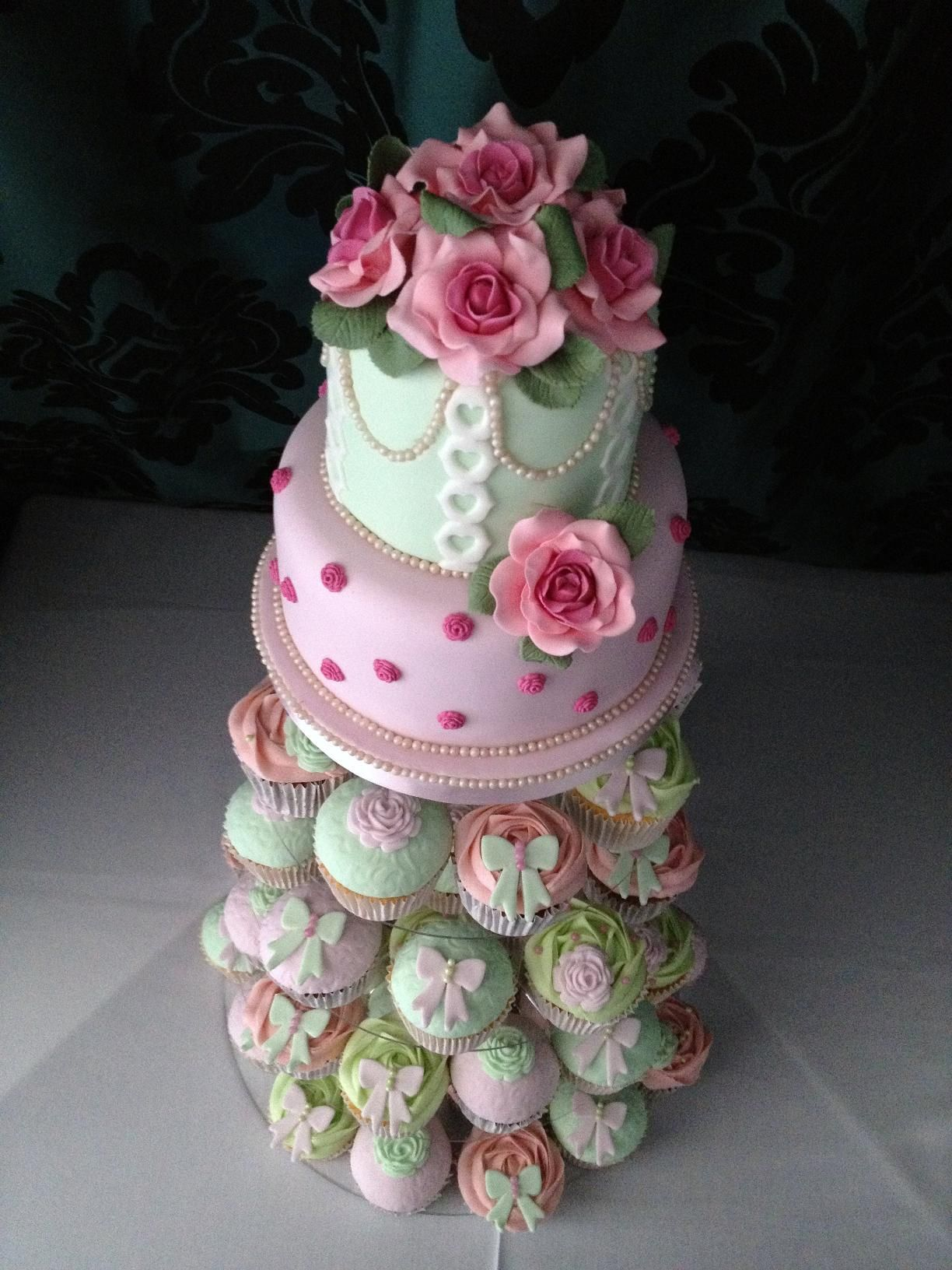 Vintage wedding cake with cupcakes x