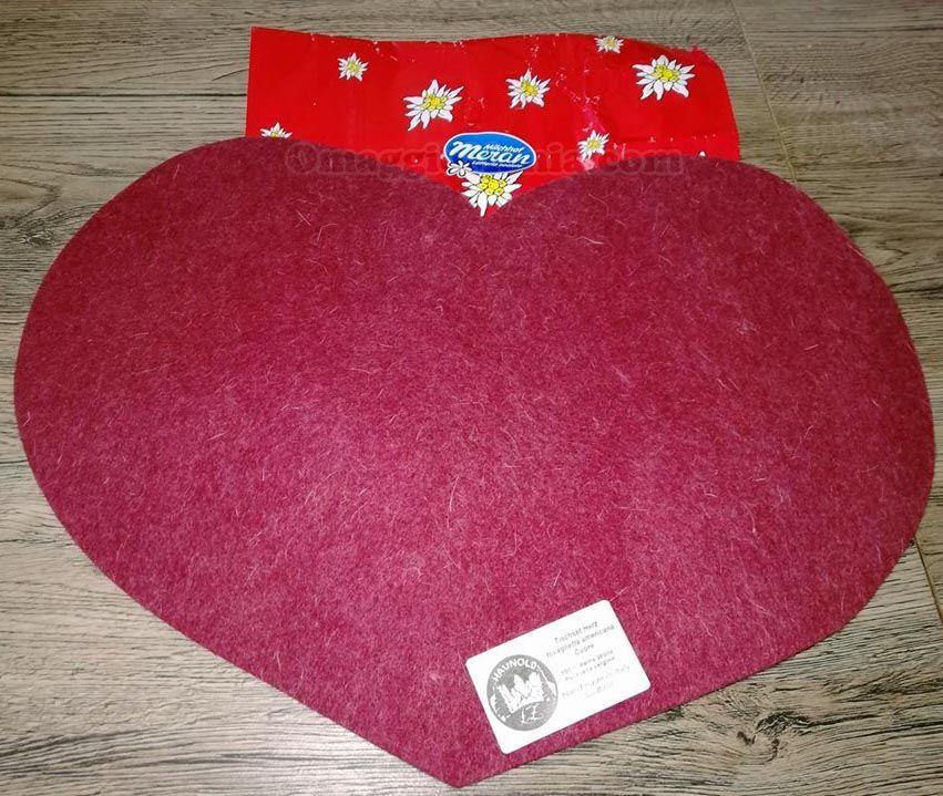 Tovaglietta in feltro a forma di cuore con Latte Merano - http://www.omaggiomania.com/premi-ricevuti/tovaglietta-feltro-forma-cuore-latte-merano/