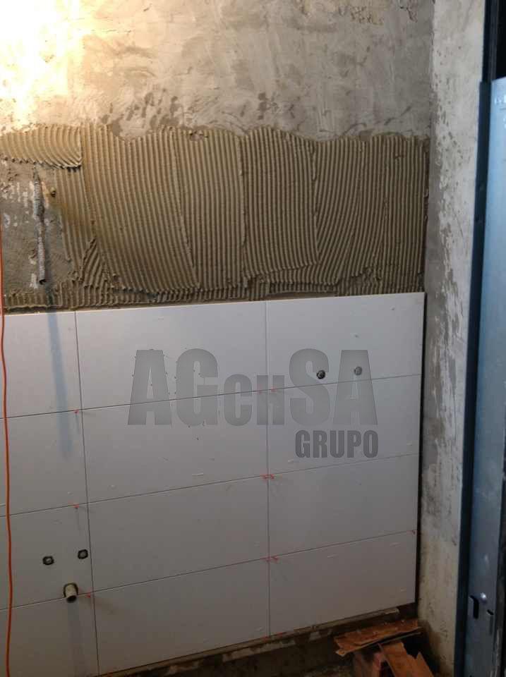 alicatado con azulejo rectificado blanco brillo de gran formato