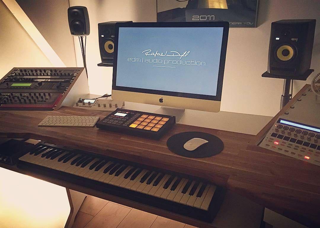 """astonishing electronic best bedroom setup   """"@remixraf has an amazing home setup #studio #audiophile # ..."""