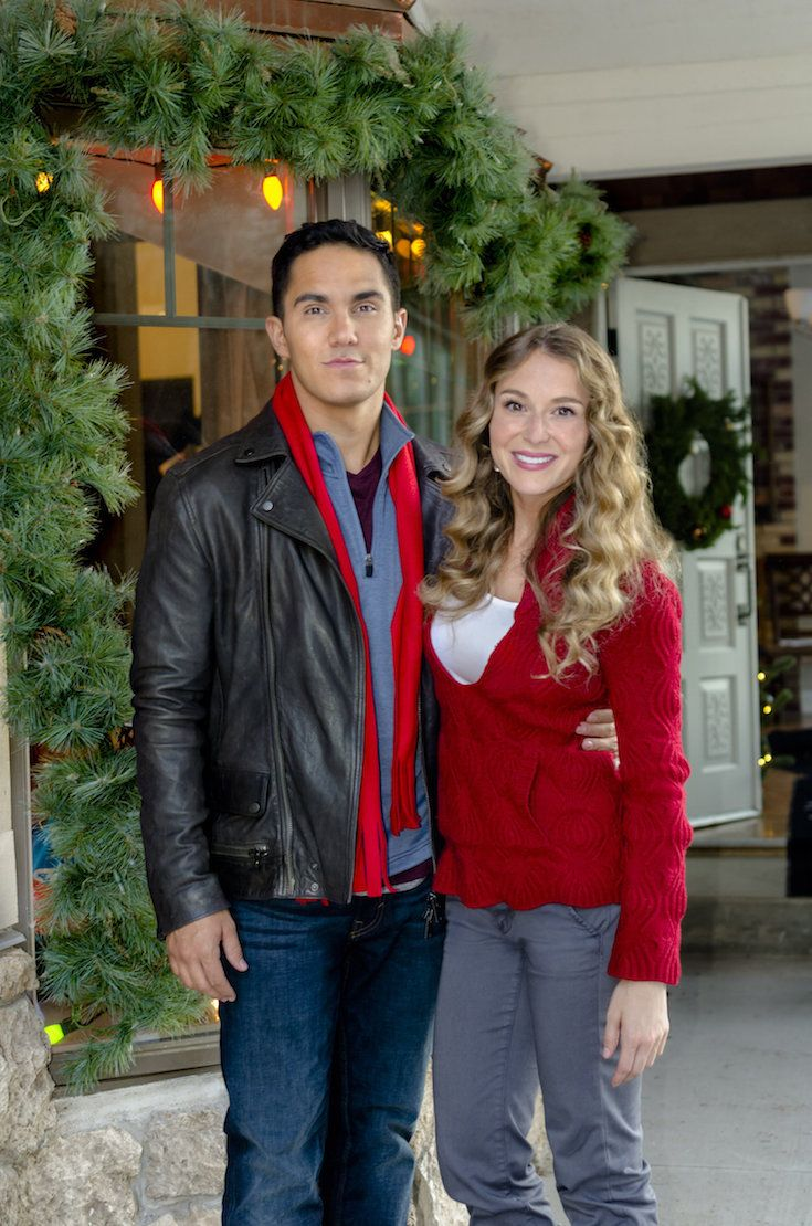 its a wonderful movie your guide to family and christmas movies on tv enchanted christmas a hallmark channel original countdown to christmas movie