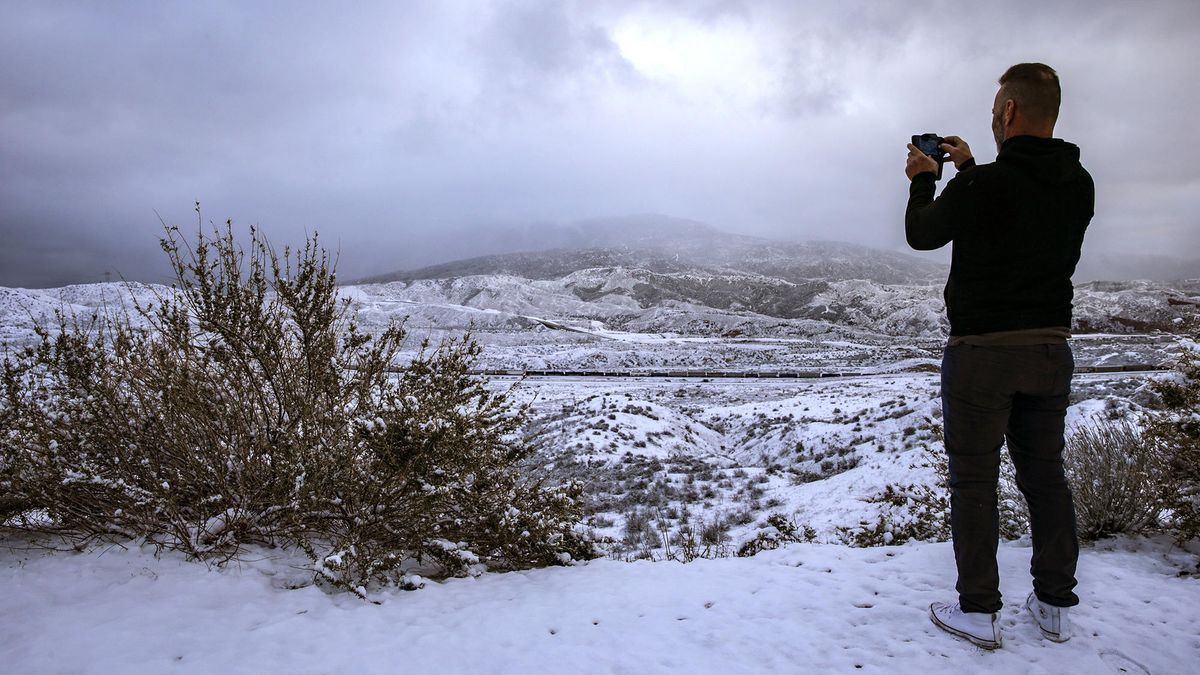 Snow Comes To La With Powder In Malibu And Pasadena While Winter Weather Closes Grapevine Losa San Gabriel Mountains Winter Weather Advisory Snow Valley