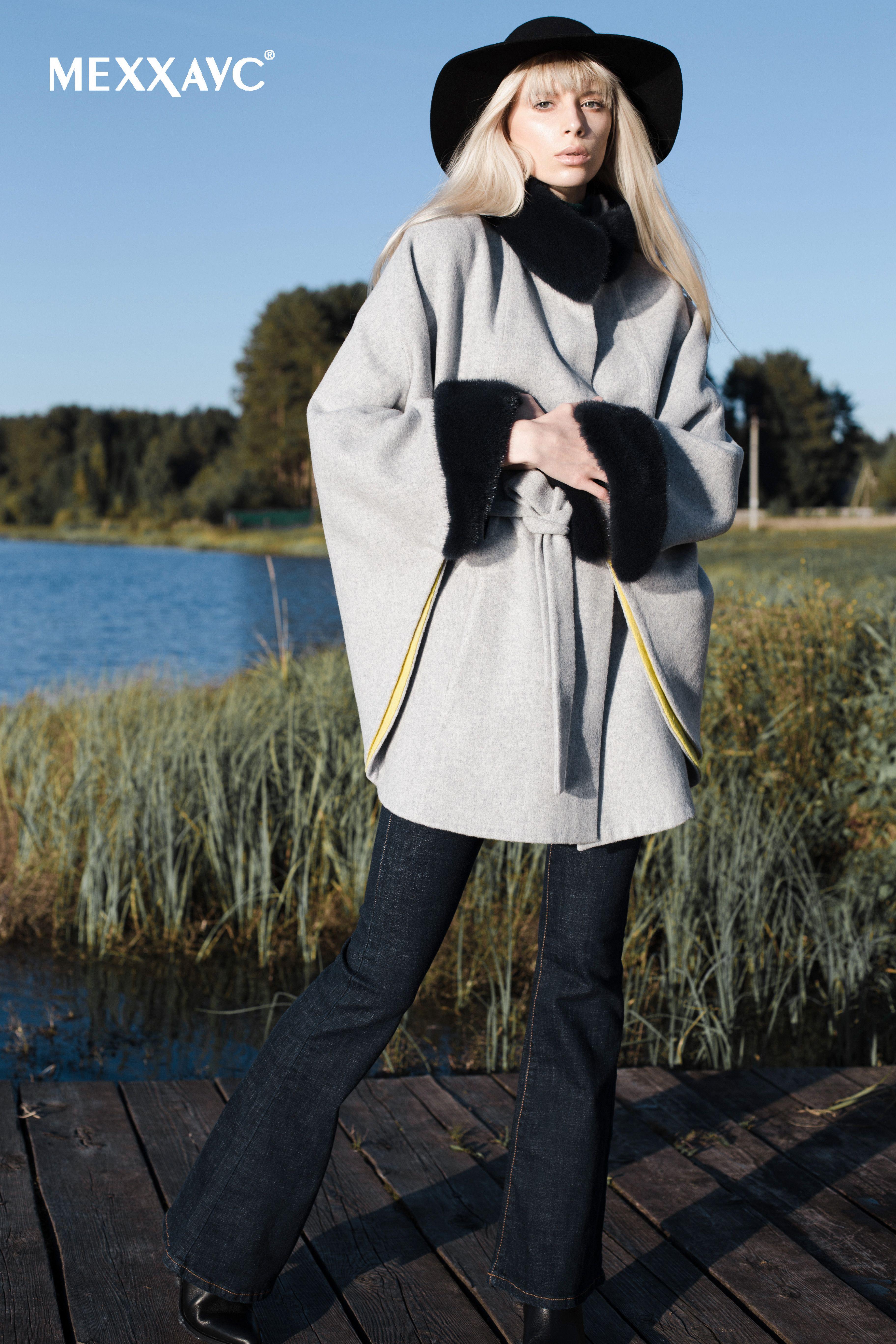 Женское демисезонное пальто-пончо с мехом норки. Модель пальто выполнена из  итальянской шерстяной ткани 3d83c8b799480