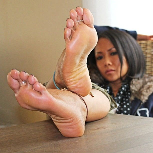 big-sexy-mens-feet-worshipped-by-women-you-penis-for