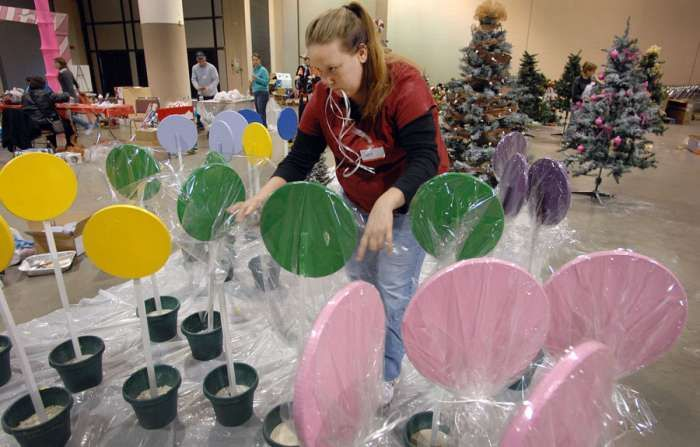 styrofoam plates for christmas decorations giant lollipop decorations lollipop decorations christmas party decorations