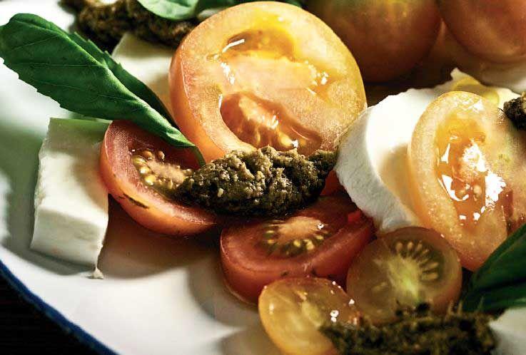 Salada de três tomates e mozzarella