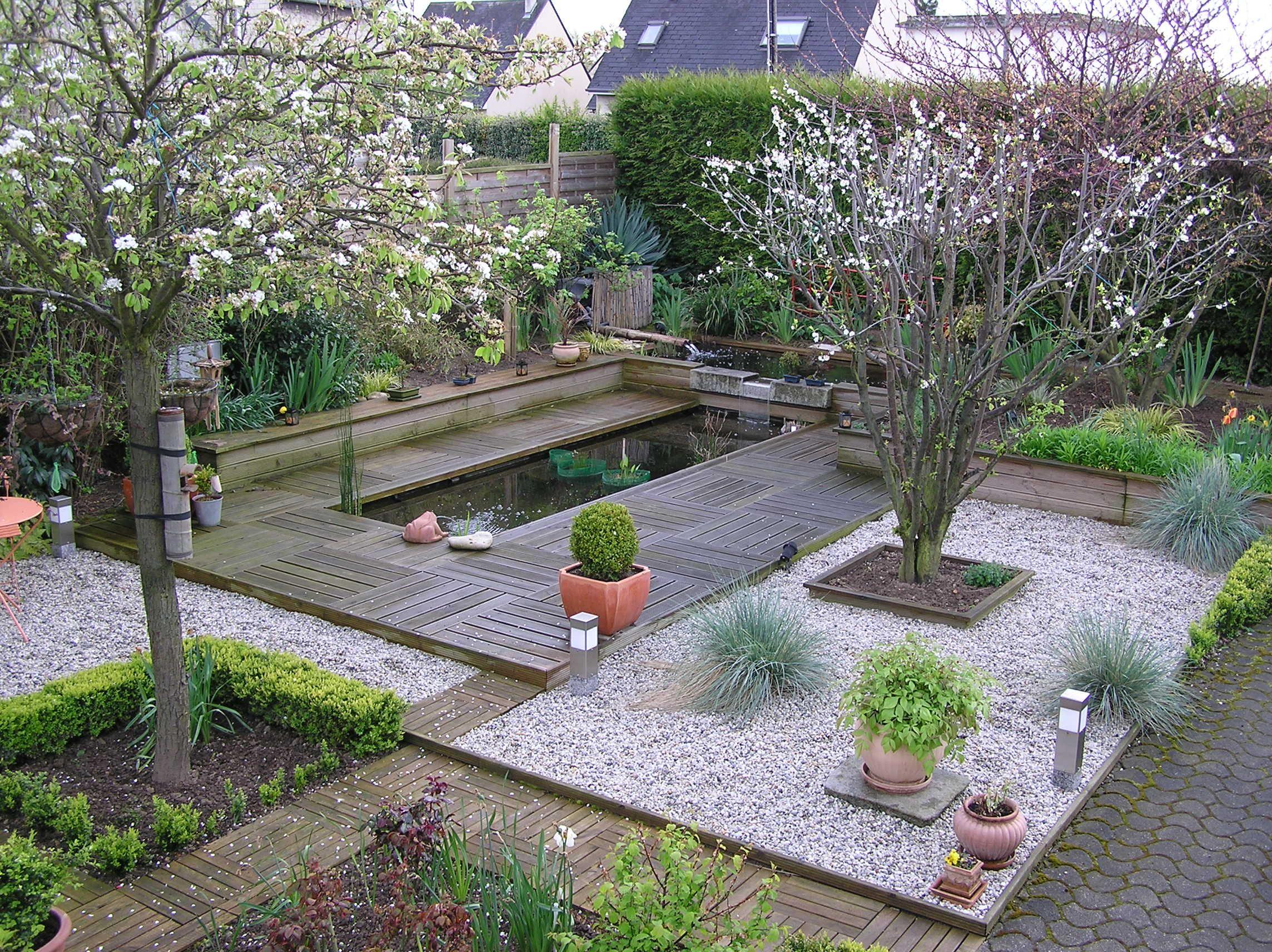 cr er une pi ce d eau dans son jardin bassin de jardin jardins jardin d 39 eau et bassin de. Black Bedroom Furniture Sets. Home Design Ideas