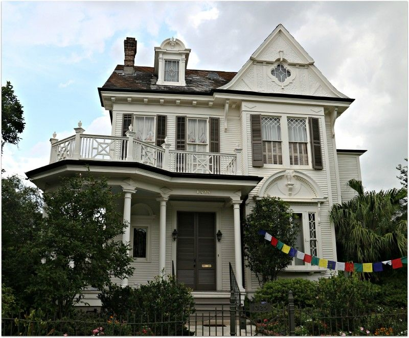 Large and small porches in New Orleans in the heat of the