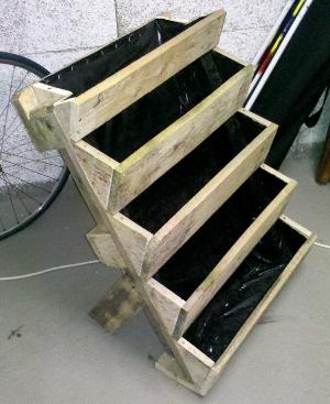 vertikalbeet paletten upcycling der balkon vertikal. Black Bedroom Furniture Sets. Home Design Ideas