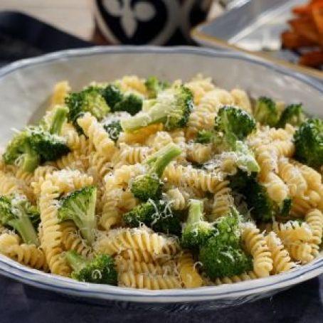 Fusilli with Garlicky Broccoli (Valerie Bertinelli) Recipe