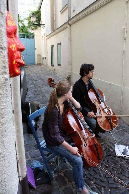 Da Parigi a Tokyo, le 500 facce di Gregos invandono il mondo