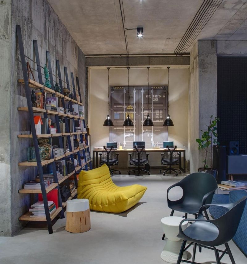 An Organic Modern Home With Subtle Industrial Undertones: Oficinas De Diseño, Oficinas