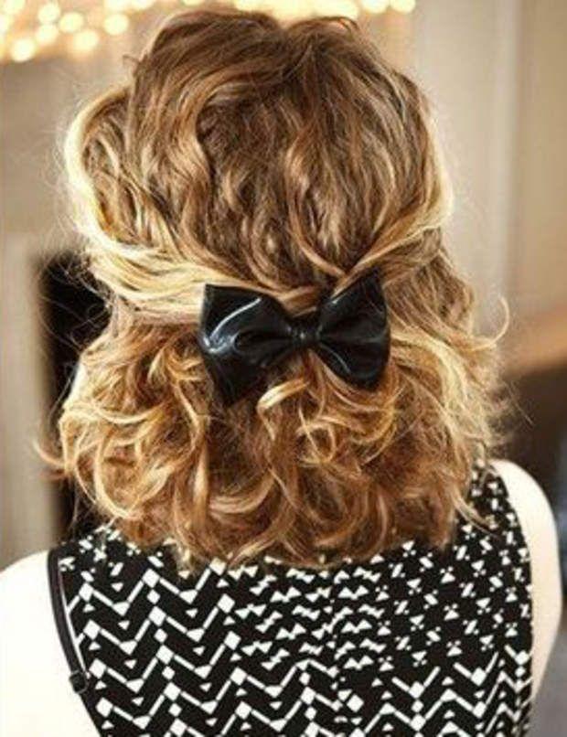 15 coiffures dété pour cheveux bouclés