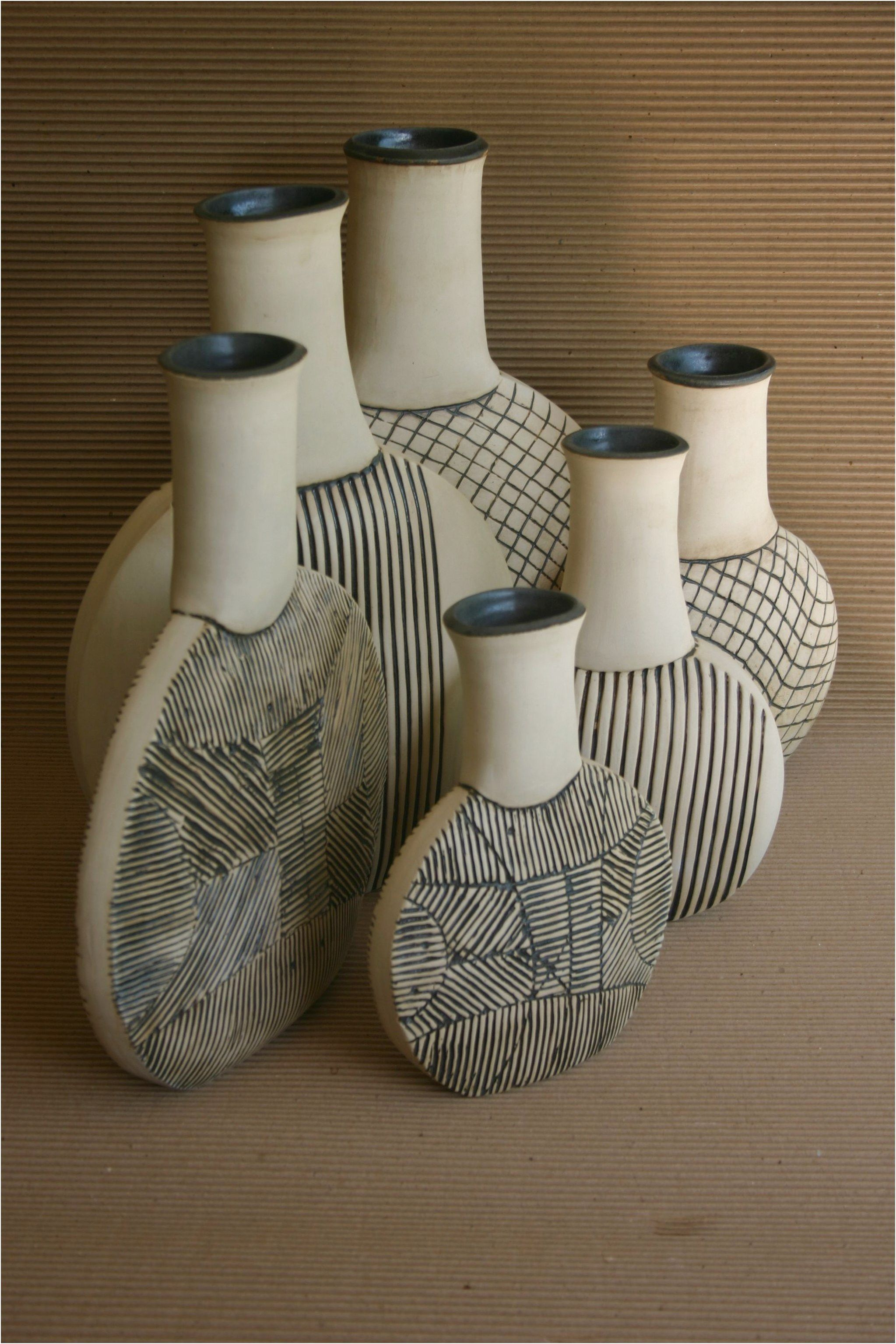 Botellas 2006 Gres Blanco Y Esmalte Obsidiana 30 X 30 X 40 Cmts Potteryinspirations Pottery Ceramics Click For More Pottery Bottles Ceramic Pottery Pottery