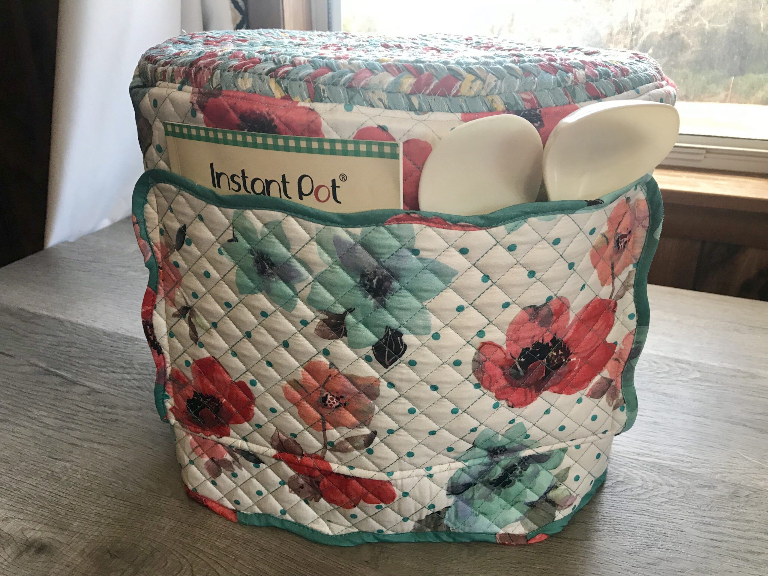 Free Pattern Instant Pot Cover From Placemats Sewing Craftgossip In 2020 Pioneer Woman Placemats Sewing Projects For Beginners Sewing Projects Free