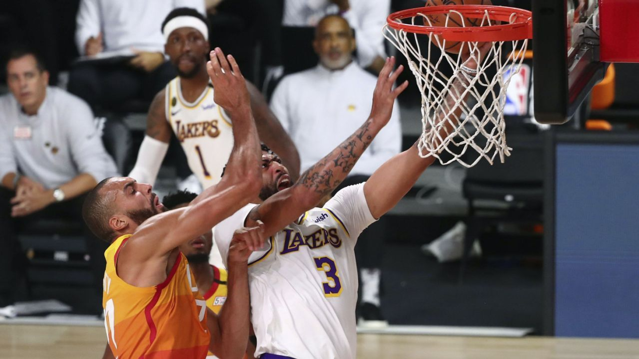 Los Angeles Lakers win conference title for first time