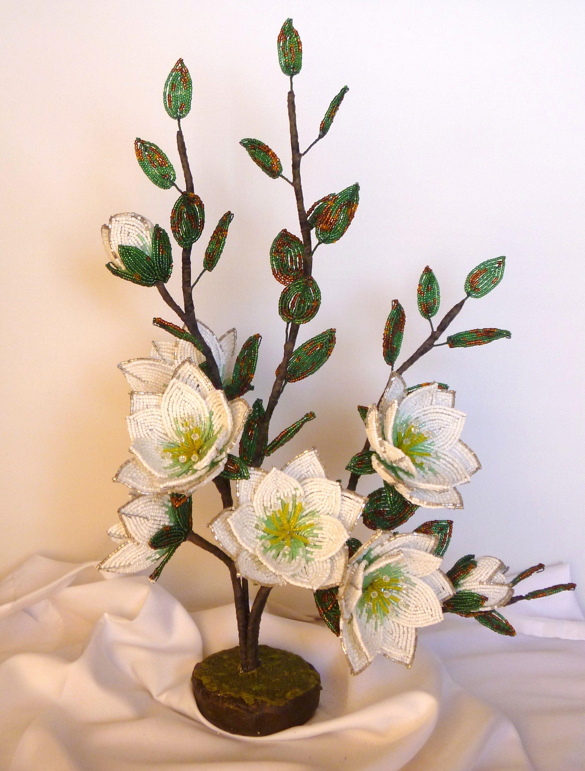 Цветы на коряге из бисера, фоамирана