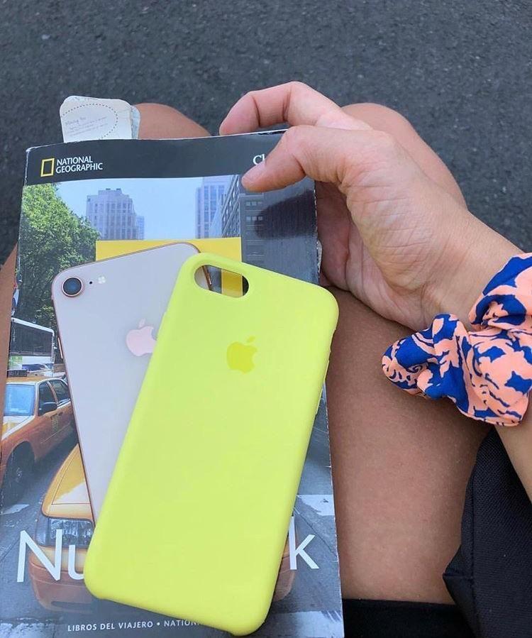 Funda De Silicona Amarillo Neón Case In A Box Iphone Celulares Acessórios