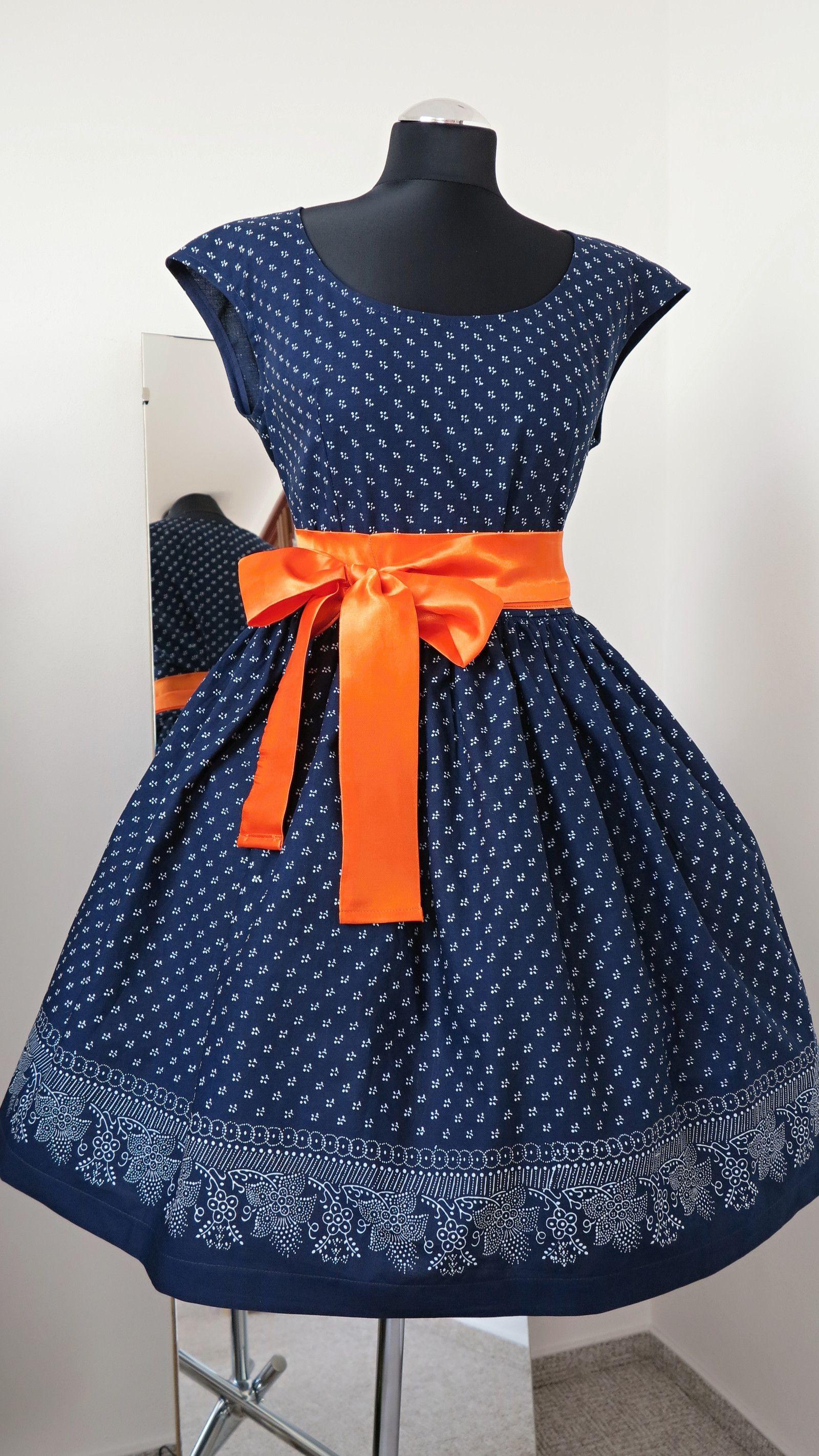 494498f2d šaty +modrotiskové,+řasená+sukně,+bordura+ušila+jsem+další+z+variant+modrotiskových+ šatů+tentokrát+vzor+94+jsou+se+spadenými+rukávky ...