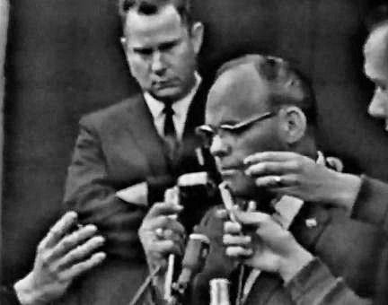 11/24/63: Dallas Police Chief Jesse Curry announces the death of Lee Harvey Oswald, at Parkland Hospital.  Oswald died 10 feet from the room where JFK died.