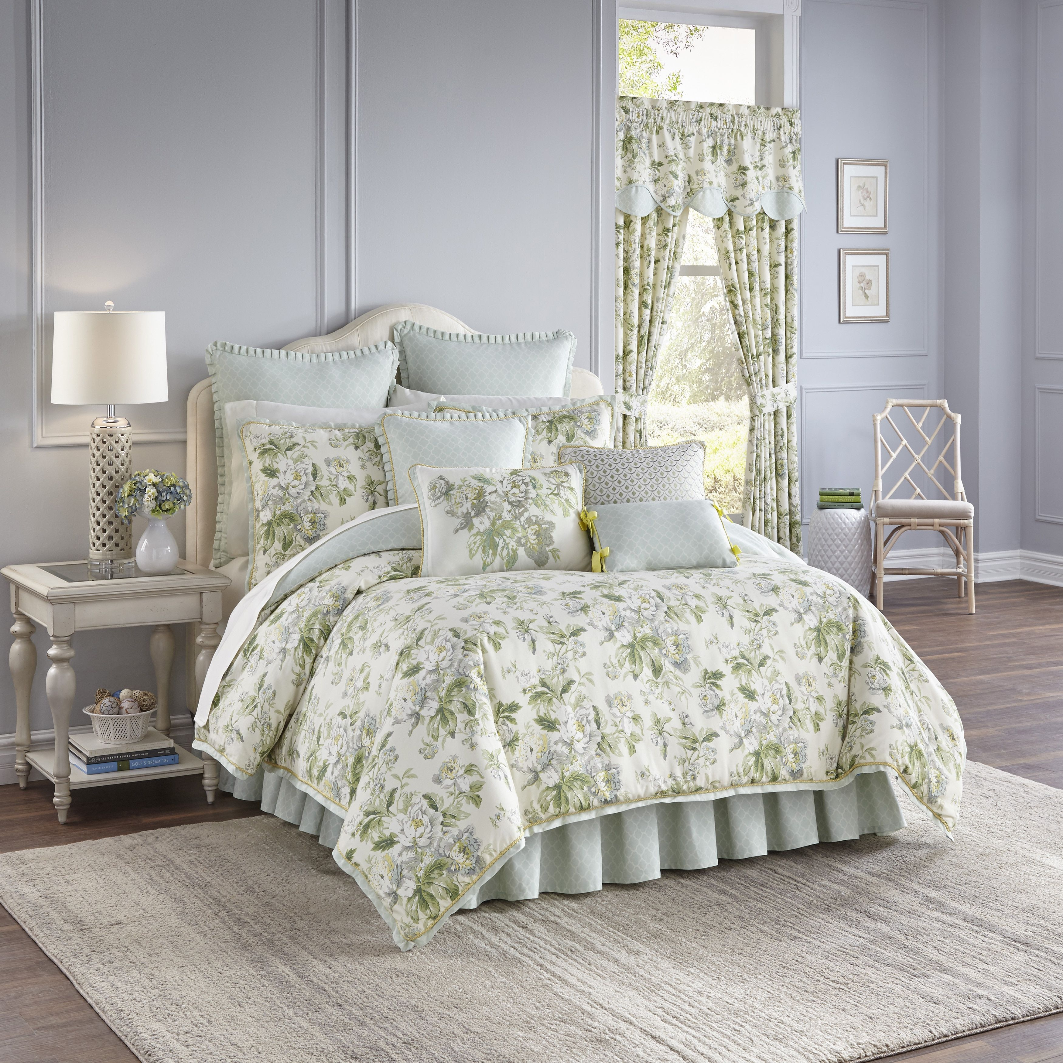 Waverly Fleuretta And Blue Reversible 4 Piece King Size Cotton