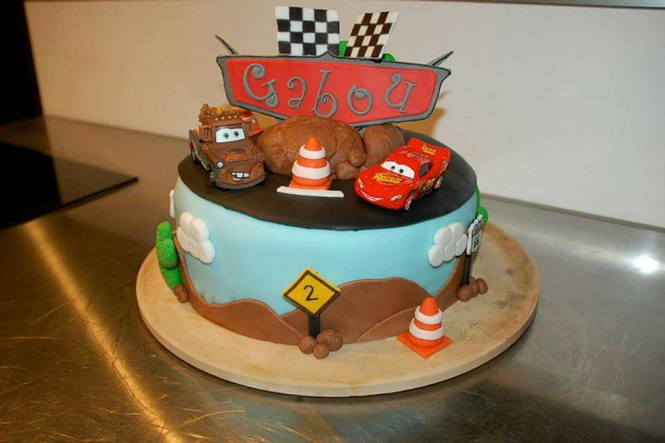 gateau anniversaire cars p te sucre cake design anniversaire erwan pinterest voitures. Black Bedroom Furniture Sets. Home Design Ideas