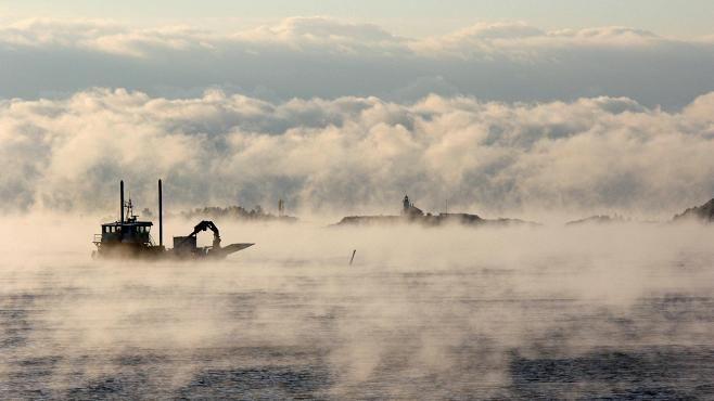 Lukijan kuvaan tallentui loppiaisena upea maisema Hangosta merisavuineen.