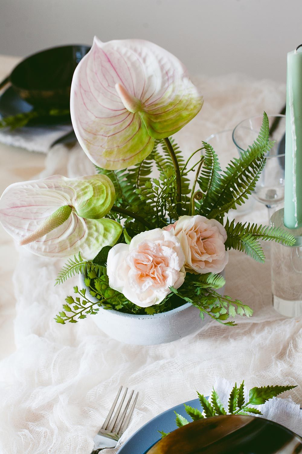 This All Greenery Tablescape With Ferns And Anthuriums Are The Perfect Summer Wedding Co Wedding Flower Trends Summer Wedding Centerpieces Wedding Centerpieces