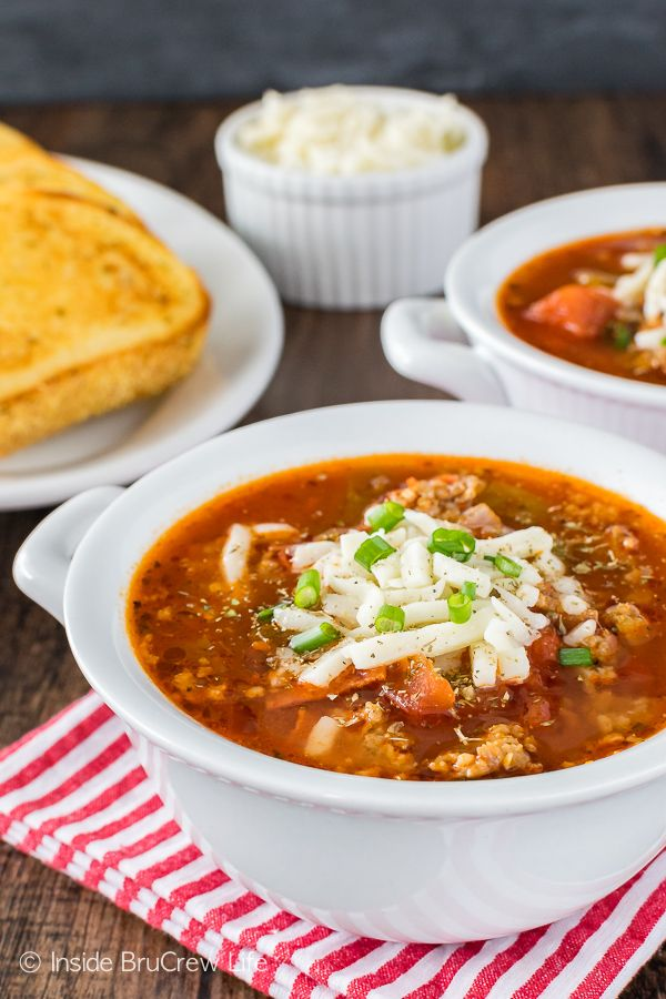 Easy Pizza Soup - this hearty homemade soup can be on your dinner table in less than 30 minutes. Great recipe for busy or cold days!