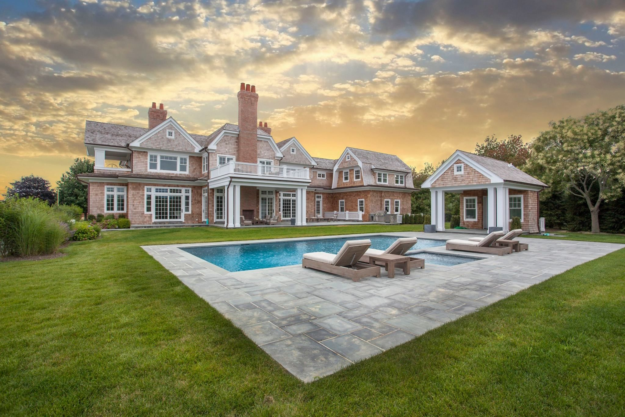 Best We Love The Weathered Wood Shingles With White Trim Hamptons House Corcoran Real Estate The 400 x 300