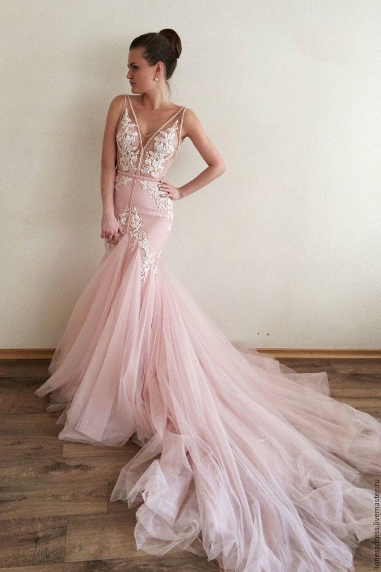 Dieses #Meerjungfrau #Brautkleid mit viel #Tüll schafft einen Feen