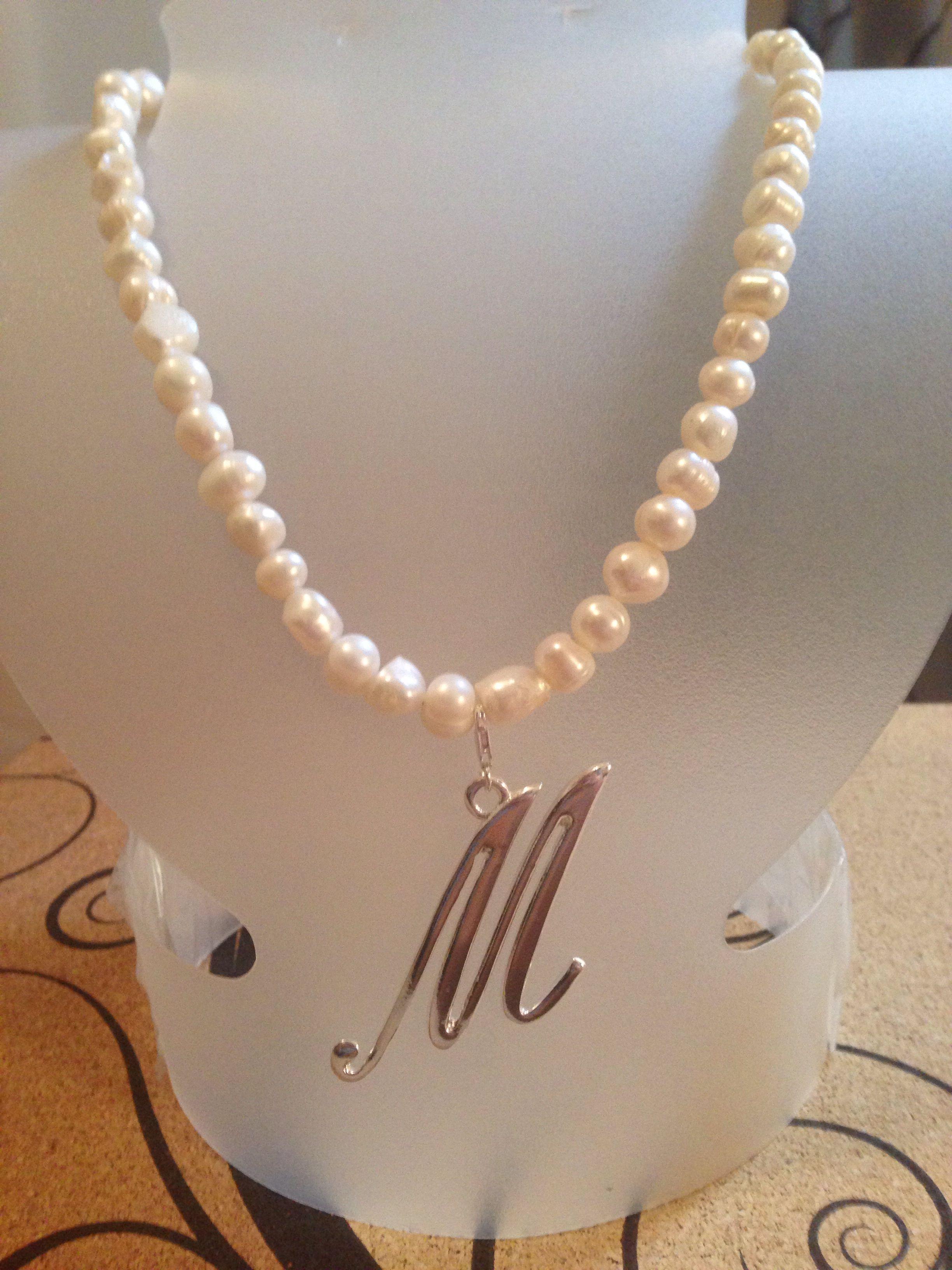 08623d89c2ae Collar perlas de río cultivada con inicial baño de plata
