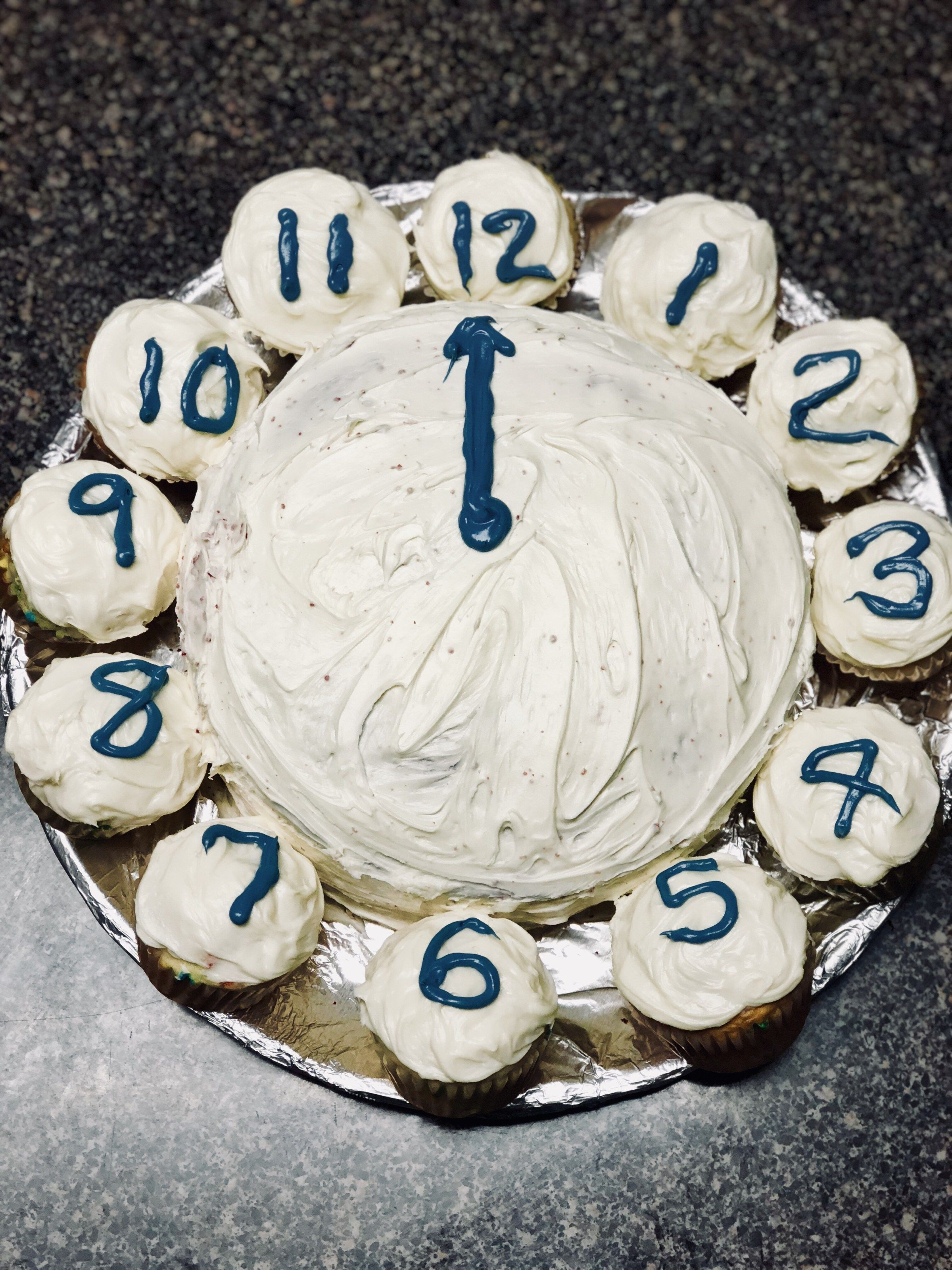 New years cupcake clock cake easy decorating fun cupcakes cakes also rh co pinterest