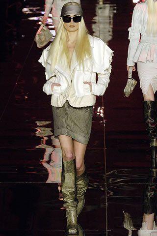 Christian Dior Fall 2006 Ready-to-Wear Fashion Show - Inguna Butane