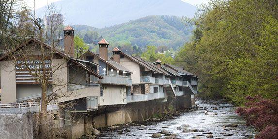 Gatlinburg Hotels Motels Riverfront Lodging Smoky Mountain Hotel Motel Rocky Waters Motor